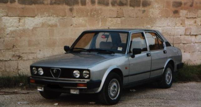 foto Alfa Romeo Alfetta - 2.0 Q. Oro - Grigia - 1985 - TA - 4