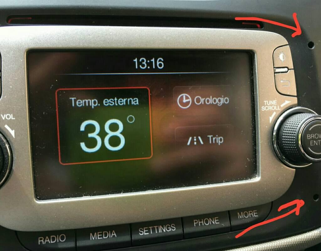 foto Smontaggio Uconnect - 2