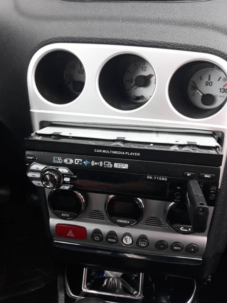 foto Problema con Autoradio aftermarket con schermo - 1