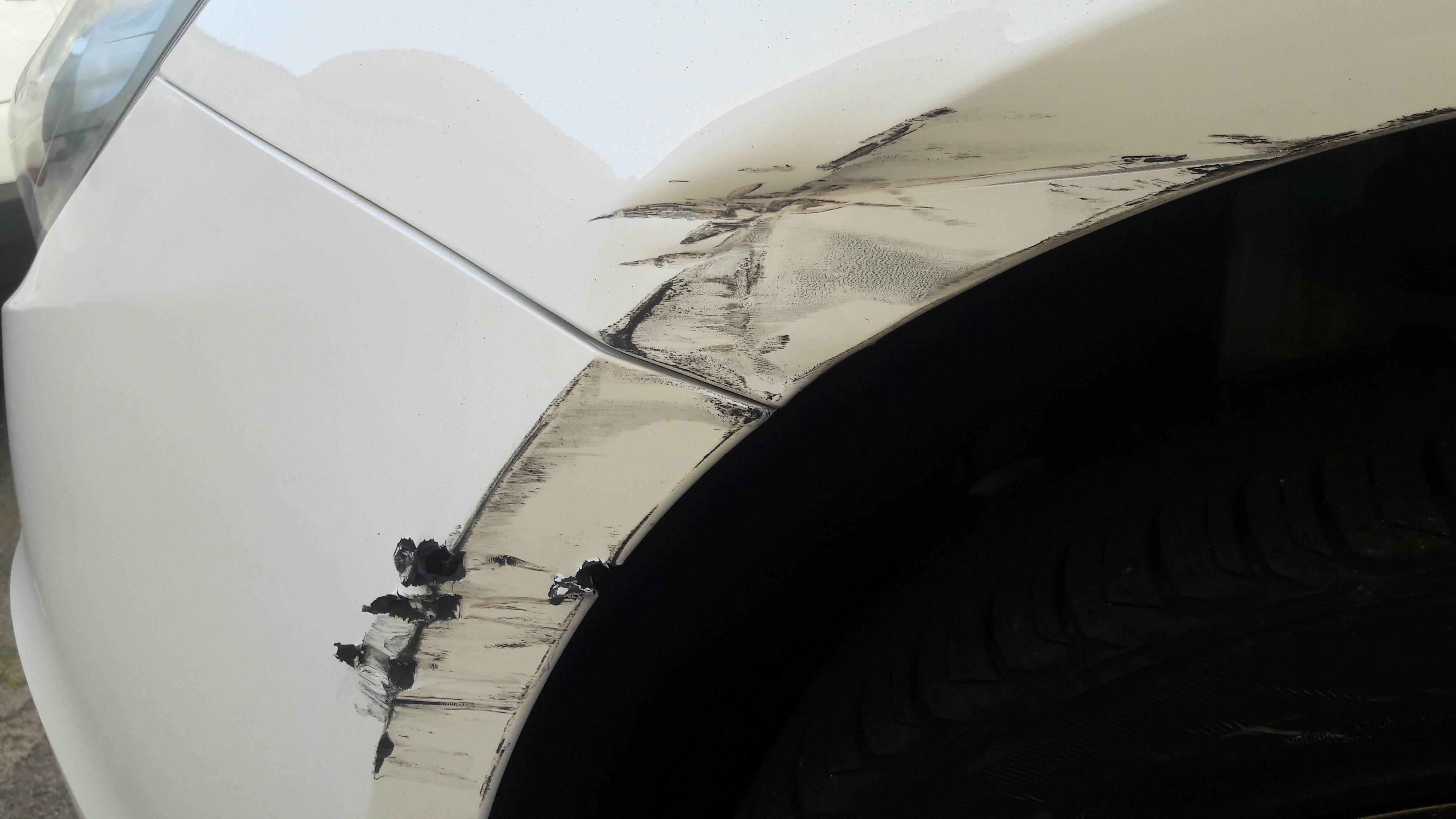 foto Danneggiamento paraurti anteriore e parafango anteriore sx - 1