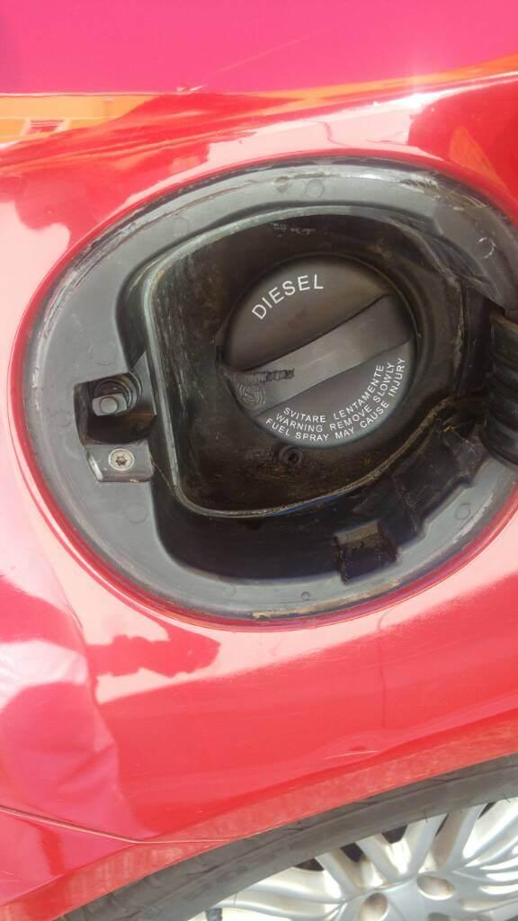 foto Sportello carburante - 2