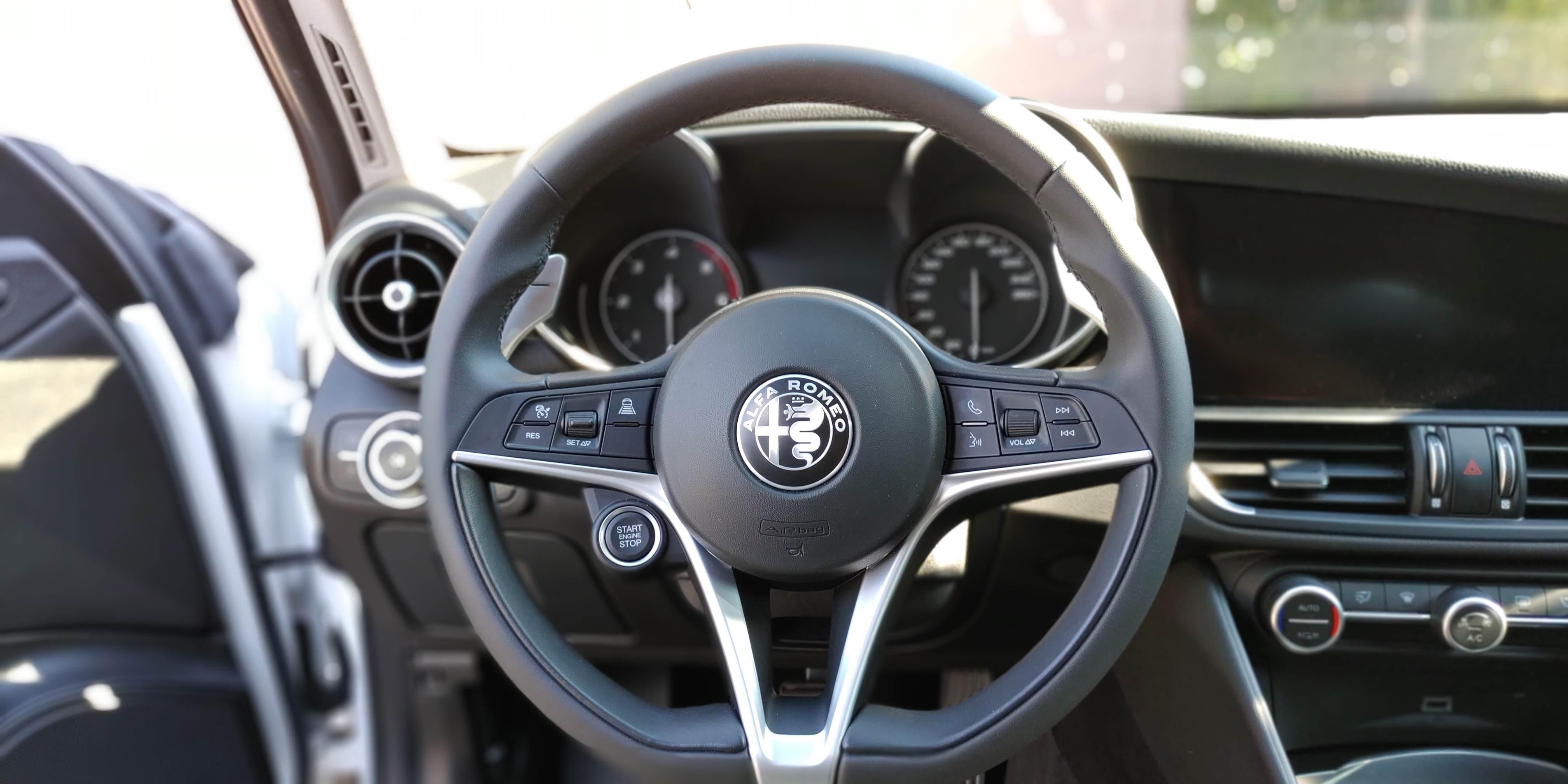 foto Alfa Romeo Giulia - 2.2 mjet 190cv - AT8 -  Executive - Bianco Alfa - RM - 5