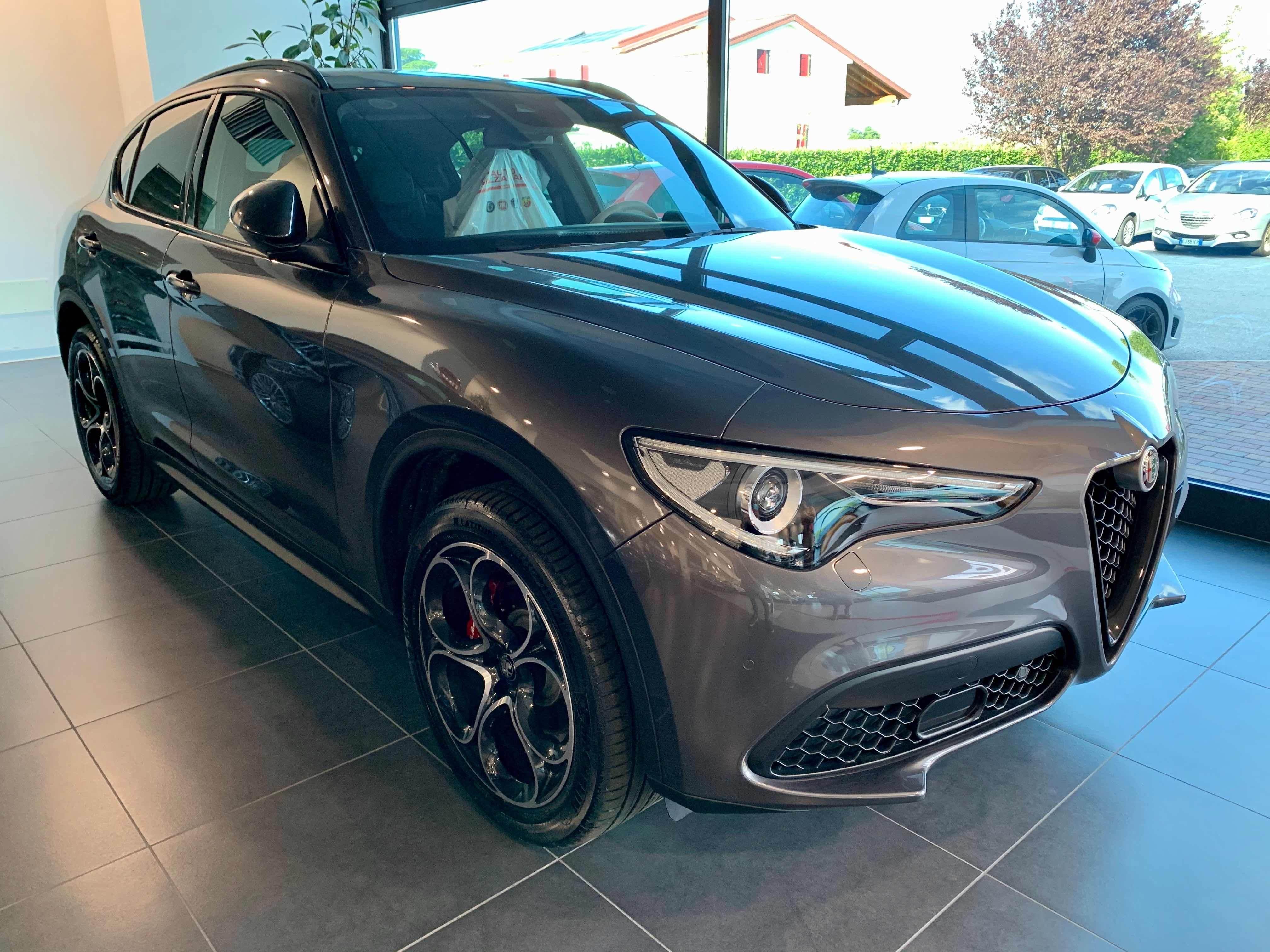 foto Alfa Romeo Stelvio- 2.0 TB 200cv - AT8 - Q4 - B-Tech my18 - Grigio Vesuvio - 2020 - MO - 2