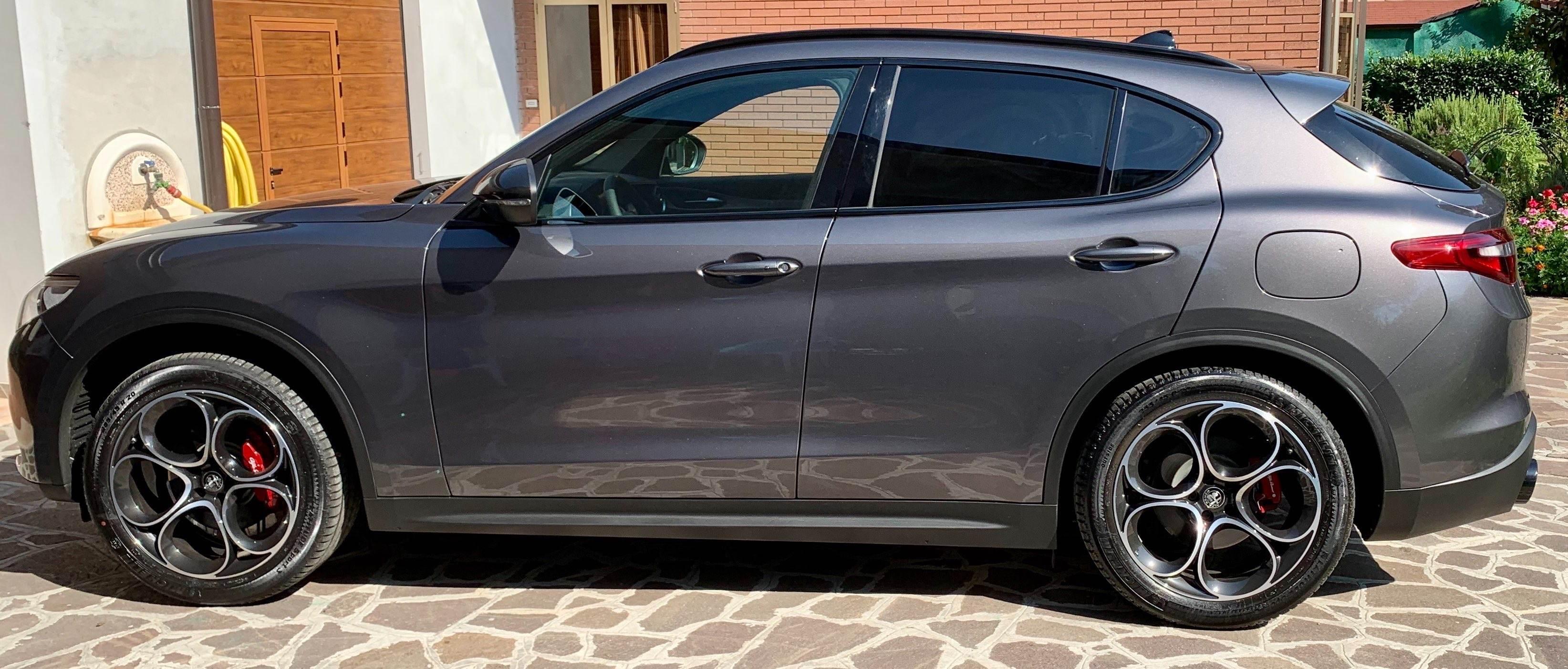 foto Alfa Romeo Stelvio- 2.0 TB 200cv - AT8 - Q4 - B-Tech my18 - Grigio Vesuvio - 2020 - MO - 1