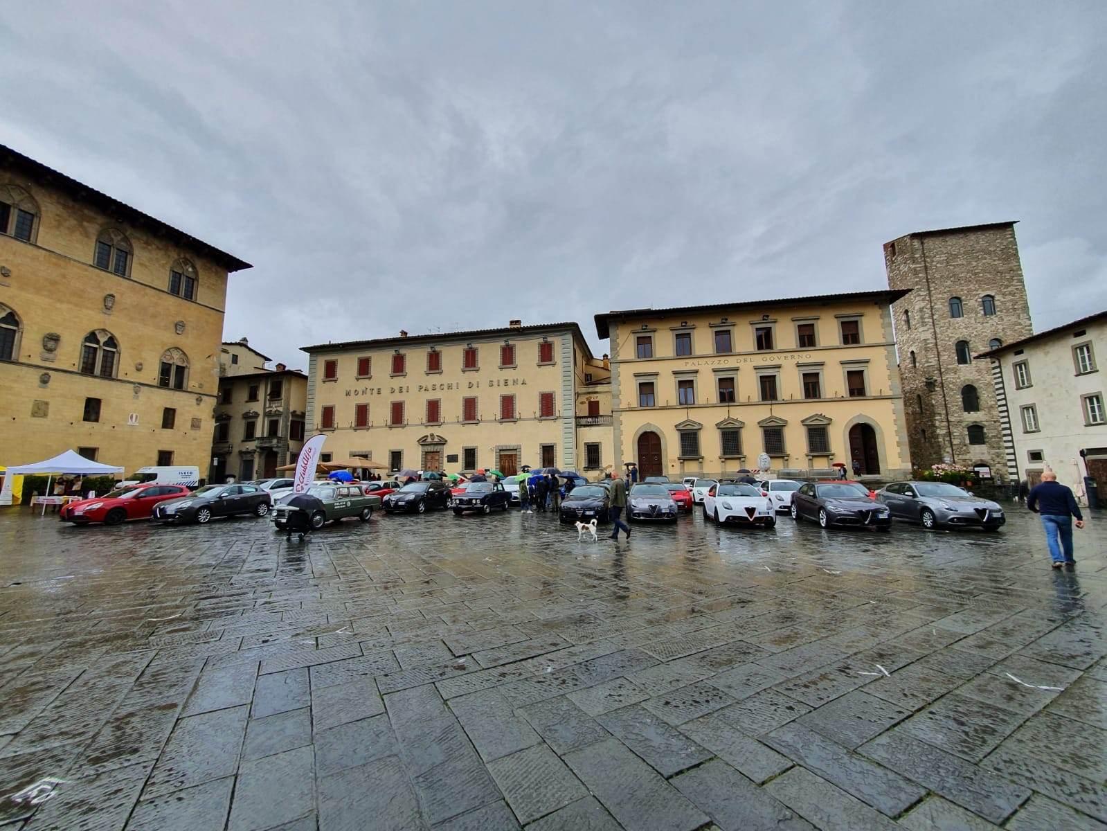 foto Raduno Alfa Romeo & Ferrari a Pistoia - 10