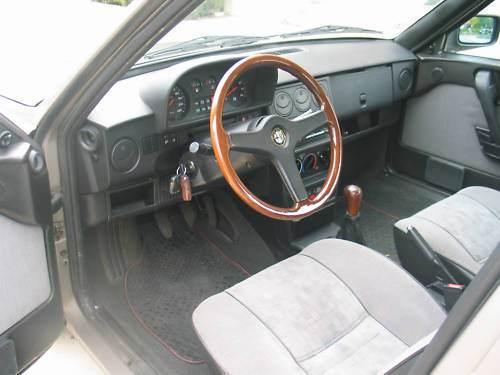 alfa 33 interior.jpg