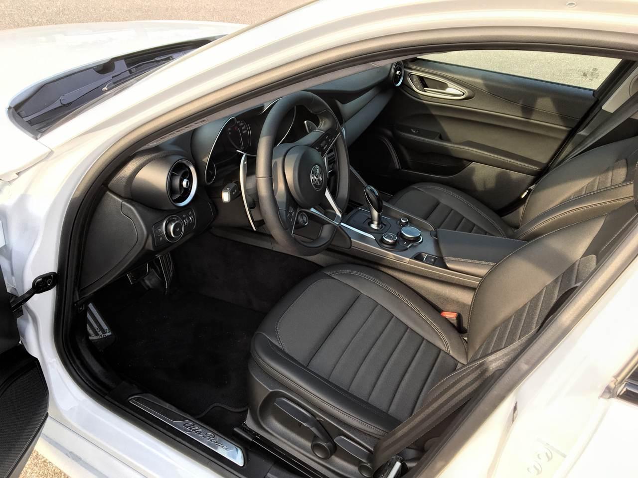 """foto Vendo Alfa Romeo Giulia Super 2.0 """"Sport Edition"""" 200 CV AT8 - 4"""