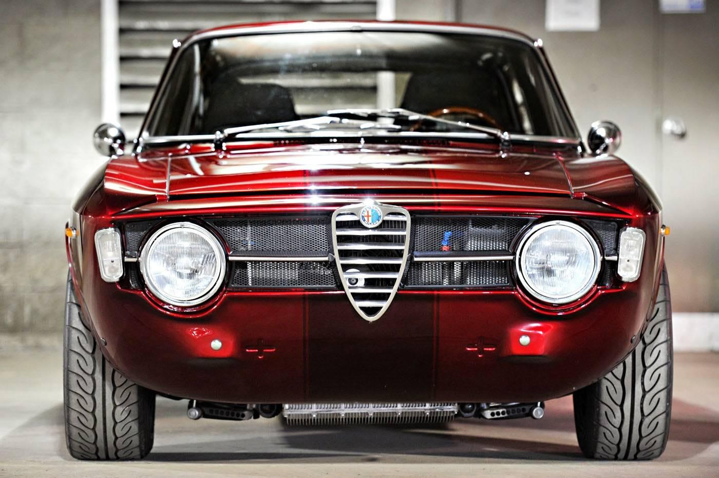 Alfa-Romeo-GT-1300-Junior-1969-Restomod.jpg