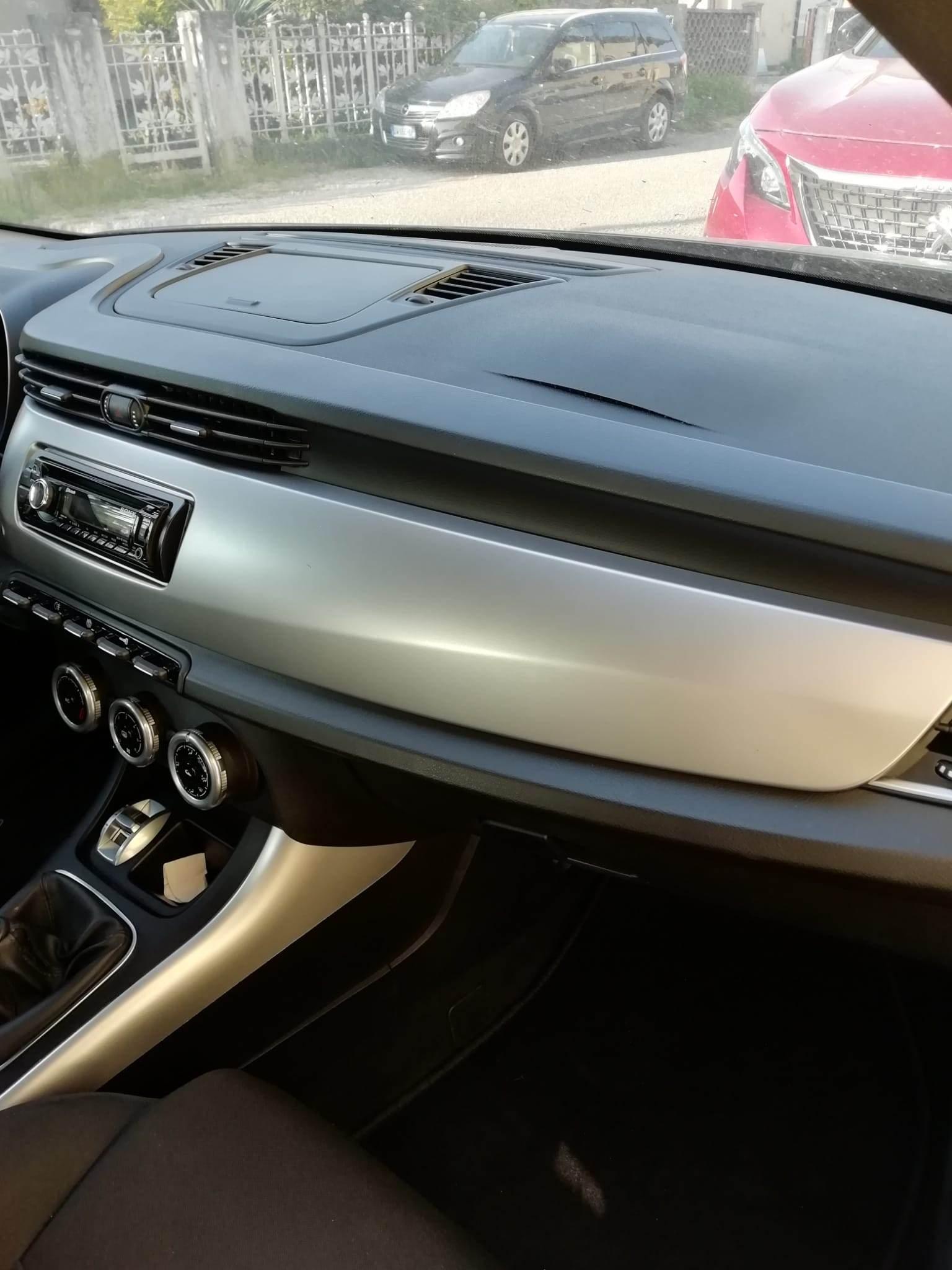 foto Giulietta - Rigonfiamento profilo airbag passeggero! - 1