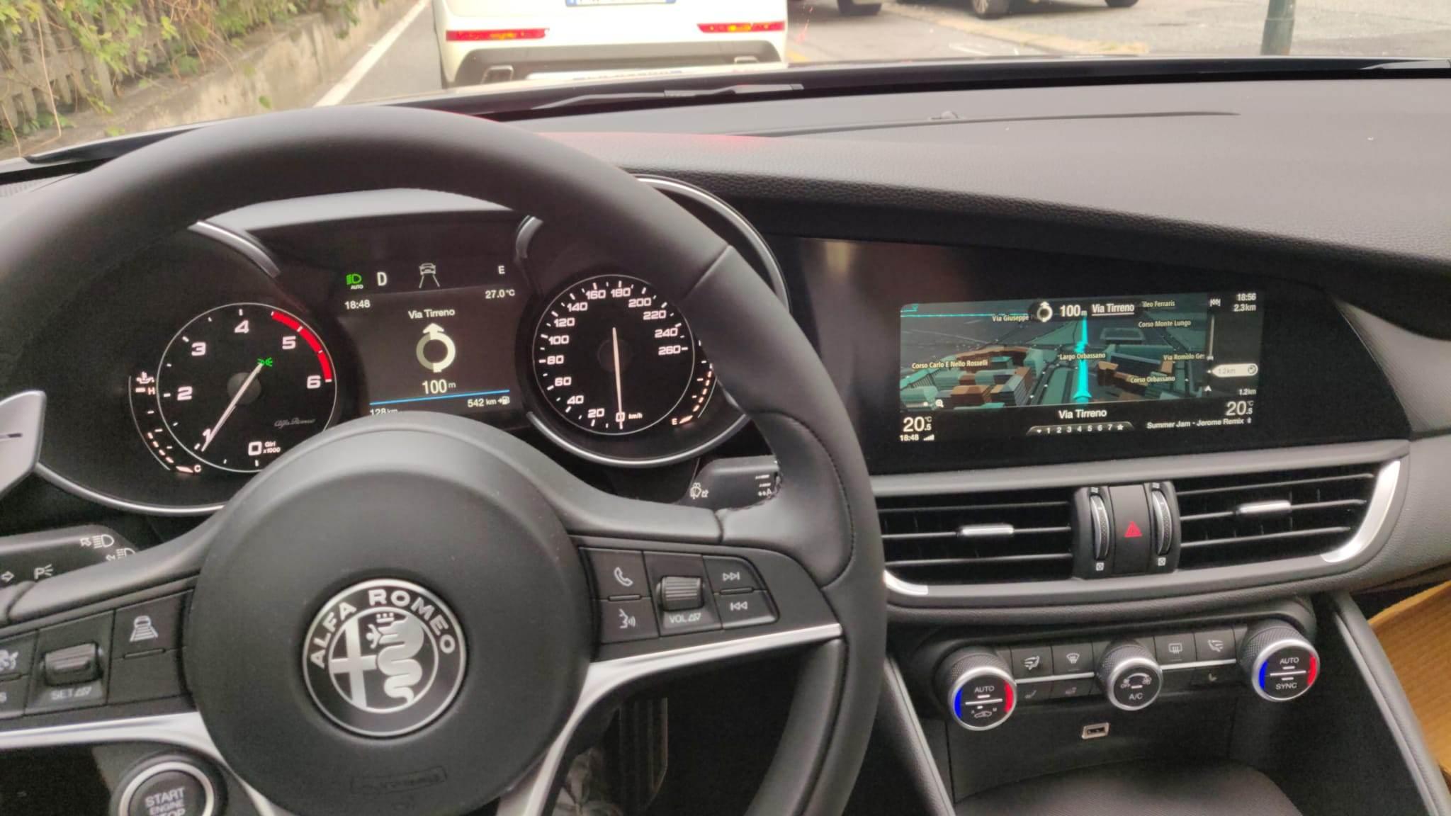 foto Alfa Romeo Giulia - 2.2 mjet 210 CV - AT8 - Q4 - Grigio Vesuvio - Torino - 3