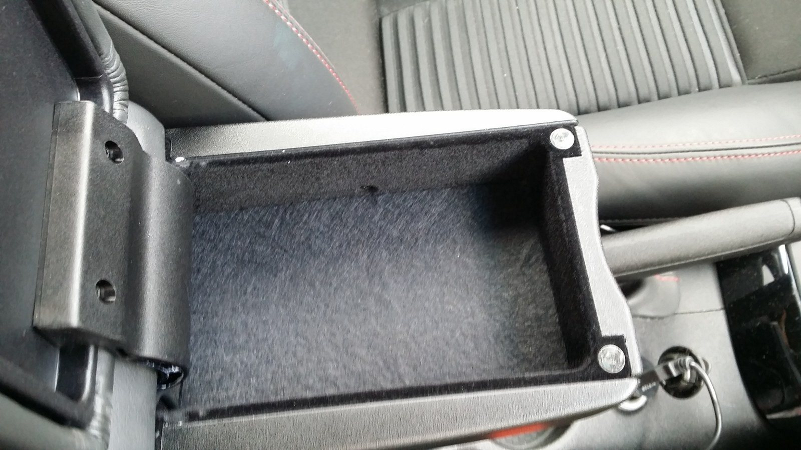 foto [GUIDA] Wireless charging Ricarica Wireless nel porta oggetti - 8