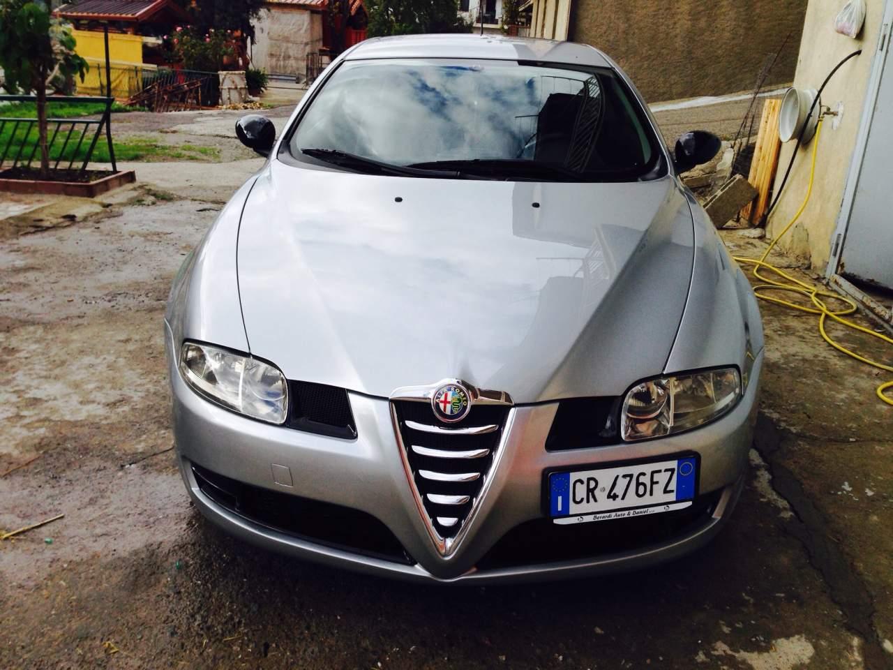 foto Alfa Romeo GT - 1.9 JTDm 150 cv 16 v - distinctiv - grigio sterling - 2005 - CS - {attachcounter}
