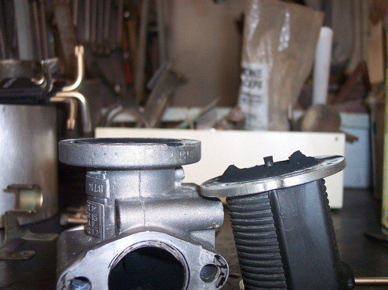foto Pulizia valvola EGR e serbatoio recupero vapori d'olio Alfa 156 JTDm - 7