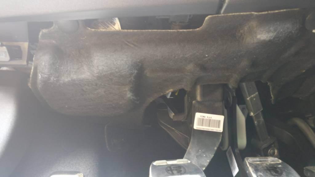 foto Problema pannello sopra la pedaliera di Giulietta - 2
