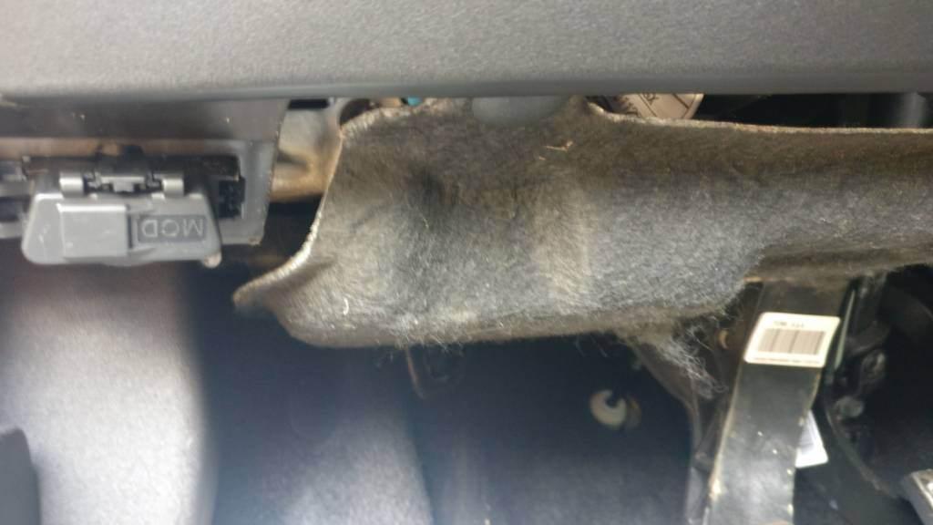 foto Problema pannello sopra la pedaliera di Giulietta - 3