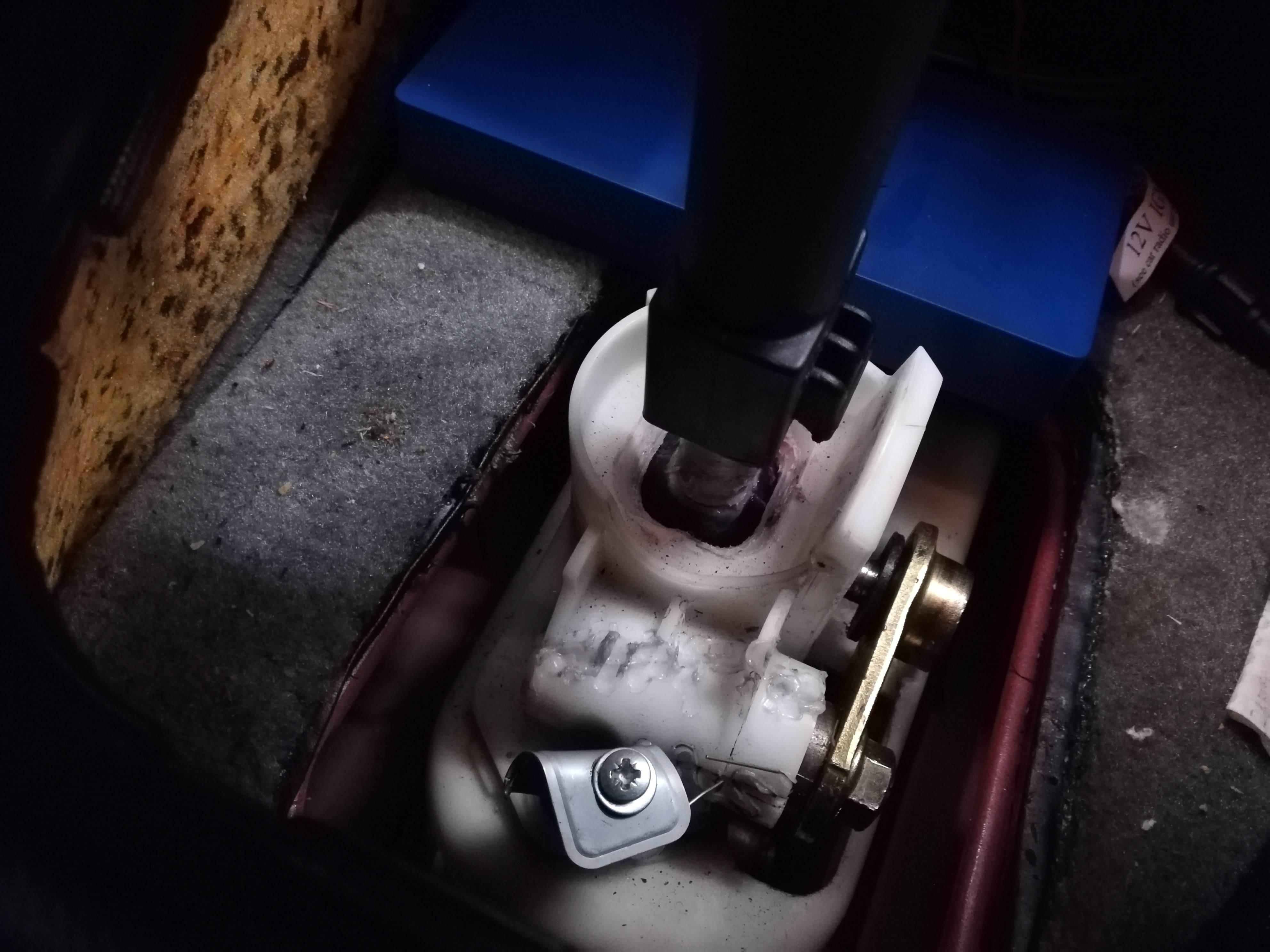 foto culatta di innesto della leva cambio rotta - 1
