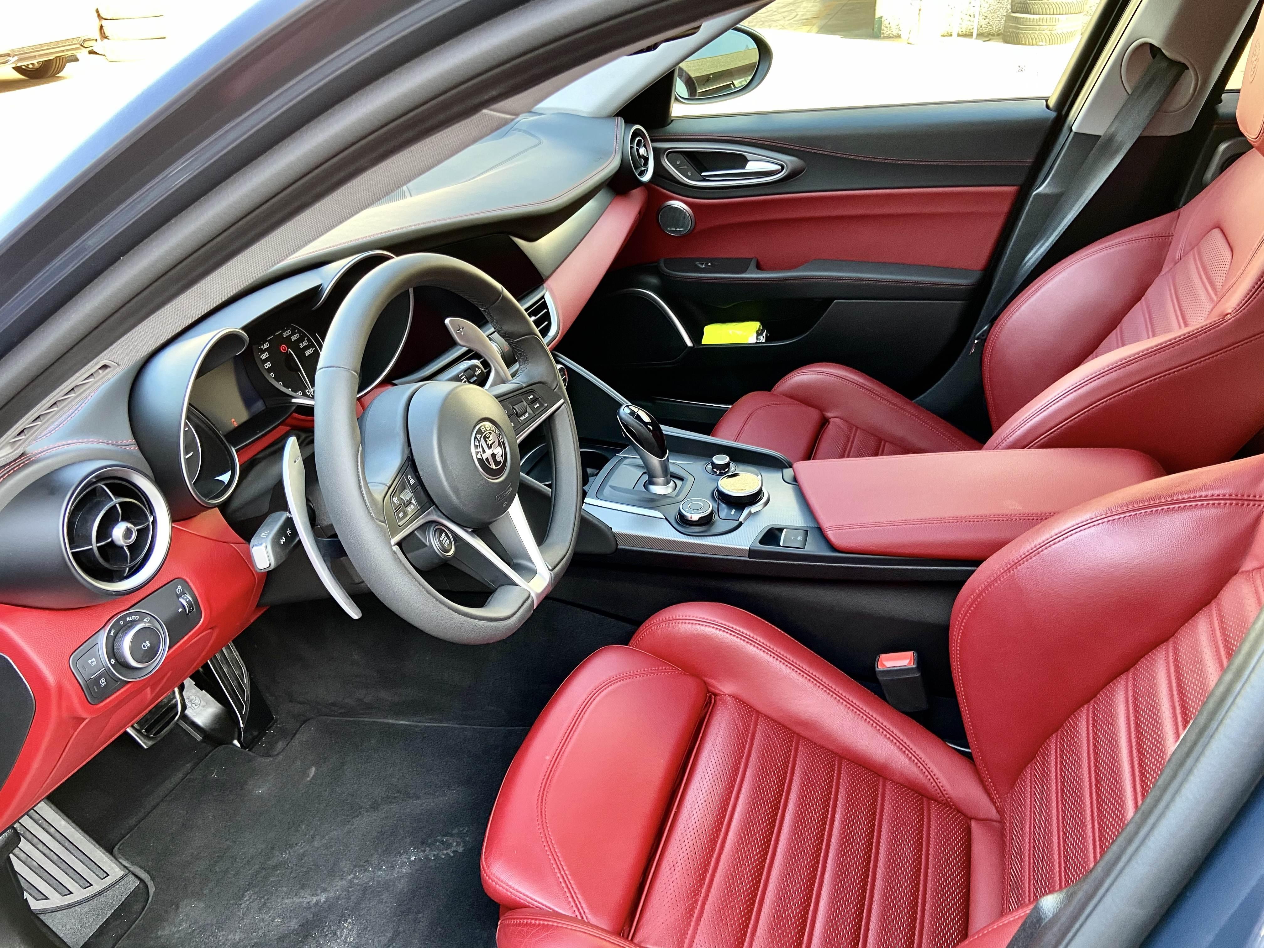 foto Alfa Romeo Giulia - 2.2 mjet 210cv - AT8 - Q4 - Veloce - Grigio Lipari - Svizzera - 3
