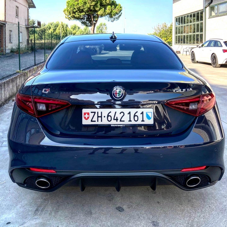 foto Alfa Romeo Giulia - 2.2 mjet 210cv - AT8 - Q4 - Veloce - Grigio Lipari - Svizzera - 5