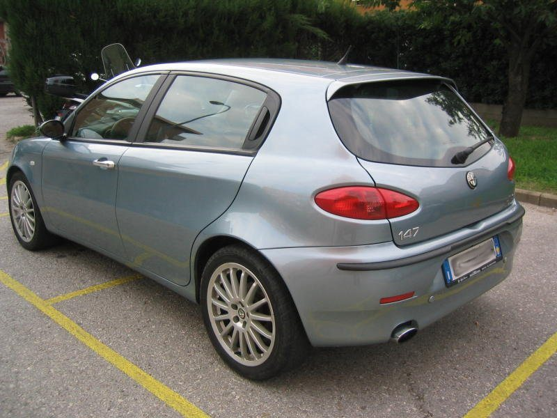 foto Alfa 147 - 1.9 Mjet - Distinctive - Azzurro Gabbiano met. - 2004 - Pisa - 3