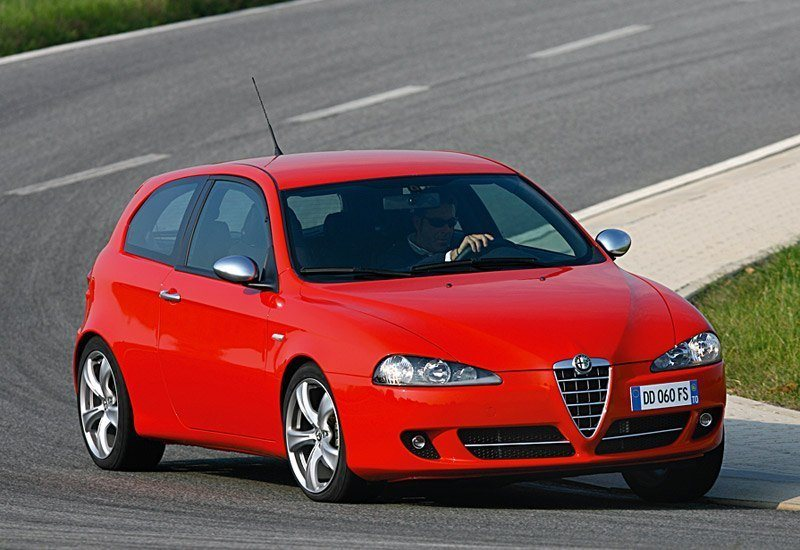 www.omniauto.it_awpImages_photogallery_2006_5108_photos_alfa_147_q2_37206.jpg