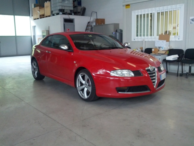 foto Alfa GT - 1.9 JTDm 150 cv - Q2 - Rosso Alfa - 2007 - BG - {attachcounter}