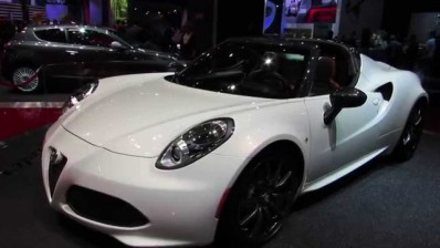 foto Alfa Romeo 4C Spider, un video ne mostra tutti i dettagli - {attachcounter}