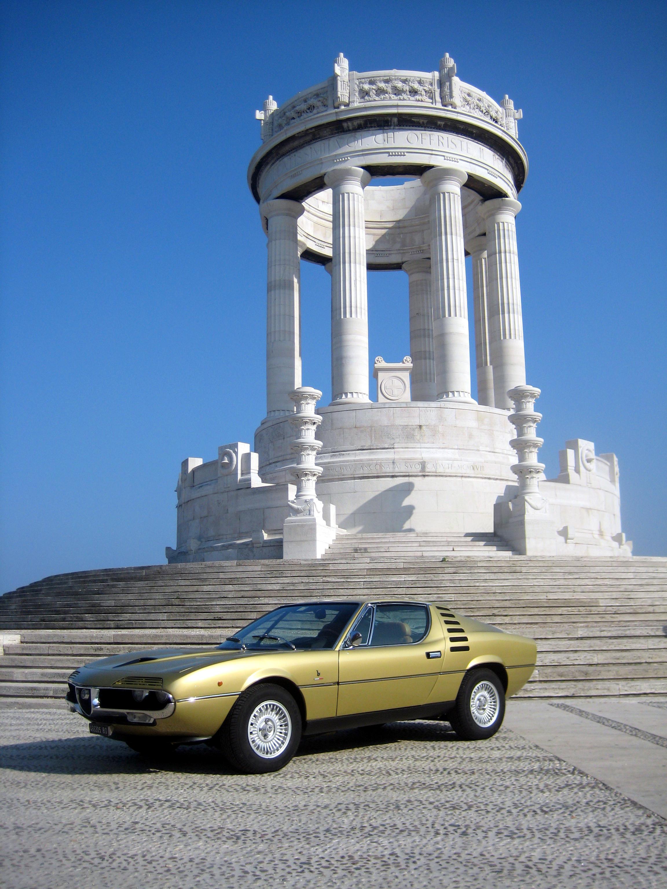 foto Alfa Romeo Montreal - 2.6 V8 - Oro Metallizzato - 1971 - AN - {attachcounter}